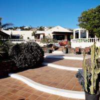 The villa - lower terrace - Breathing Space Retreats - breathguru